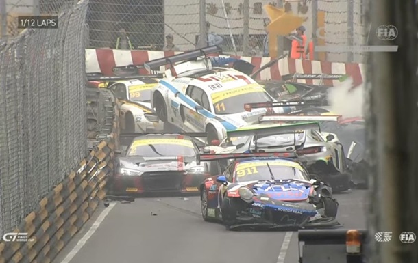 Під час гонки в Макао розбилися 16 спорткарів (відео)