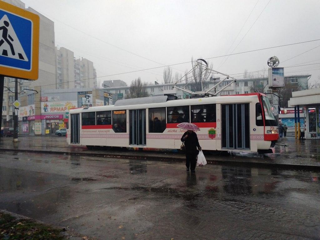 Суцільне розчарування: в Запоріжжі новенький трамвай не виправдав очікувань (ФОТО)