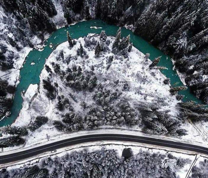 Фото дня: Карпати засипало метровим шаром снігу