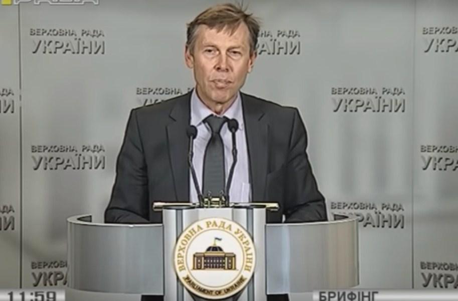 Під час сьогоднішнього брифінгу нардеп Сергій Соболєв визнав, що помилився