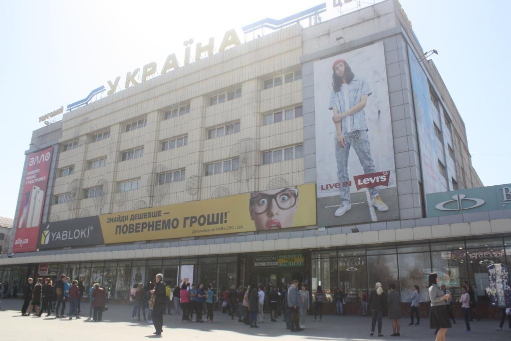 """Запорізькі рятувальники перевіряють ТЦ """"Україна"""" – фото"""
