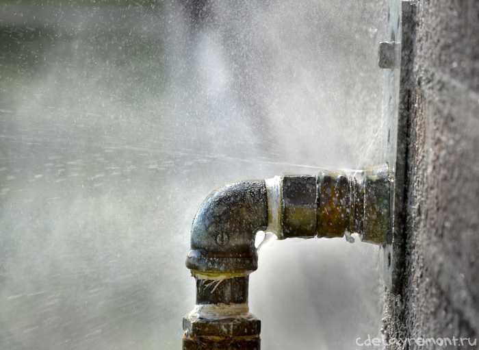 """Запорізький """"Водоканал"""" добряче напартачив і пішов на вихідні, залишивши людей без води"""