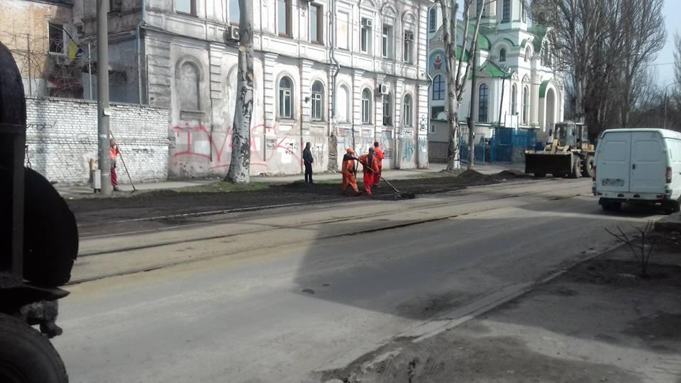 Запоріжці губляться у здогадках, побачивши дивну процедуру в центрі міста – фото