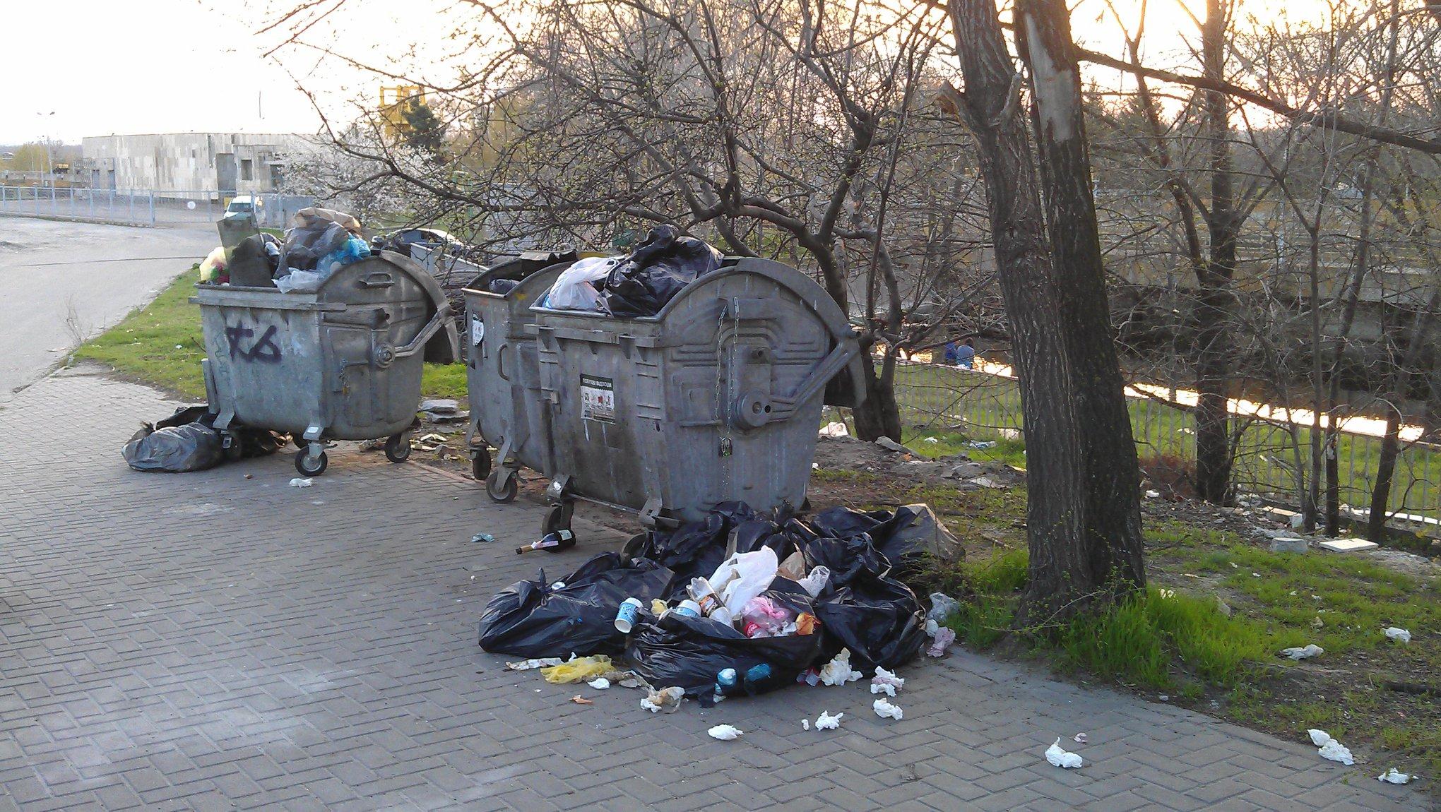 Запоріжці показали гори сміття у найкращих місцях для відпочинку в місті