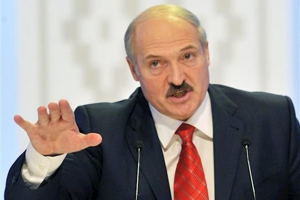 Лукашенко назвав російських солдат півнями, сказав це в очі Путіну – відео