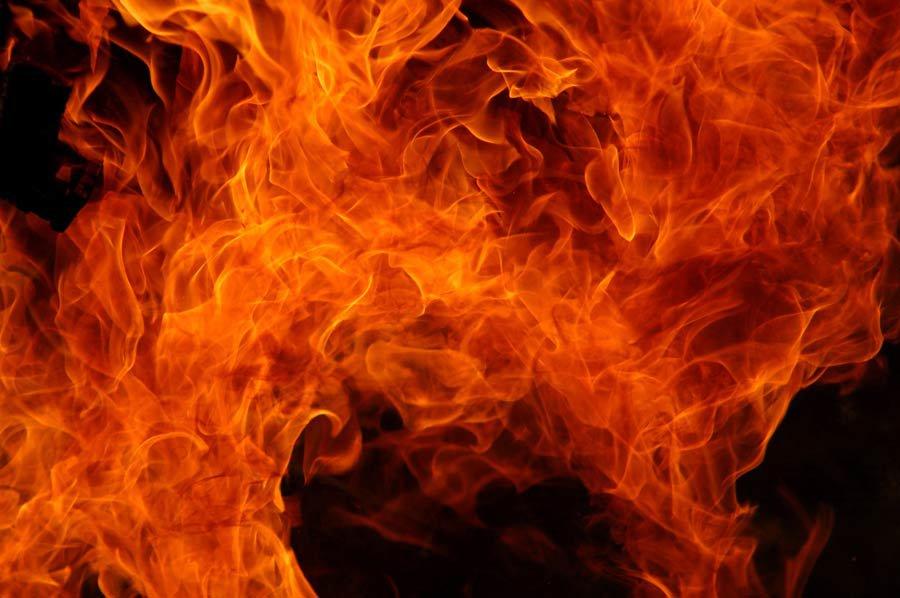 Пожежа в Дніпровському районі: вогнеборці врятували літнього чоловіка