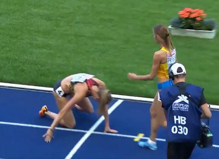 Відео дня: українська атлетка виграла забіг на ЧЄ та повернулася за суперницею, що впала