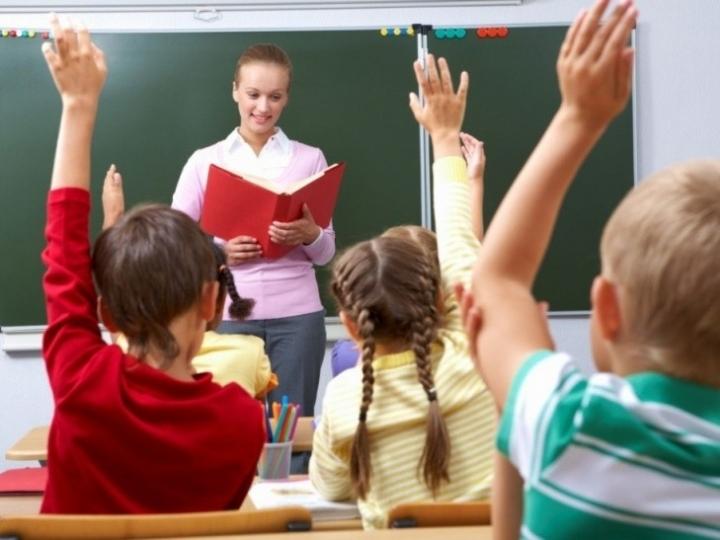 Грошей на зарплату вчителям не вистачає. Мінфін знайшов рішення.