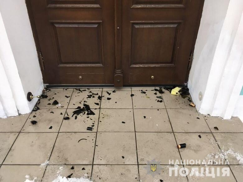 """На Андріївську церкву напали, використовували """"коктейль молотова"""" та газові балончики"""