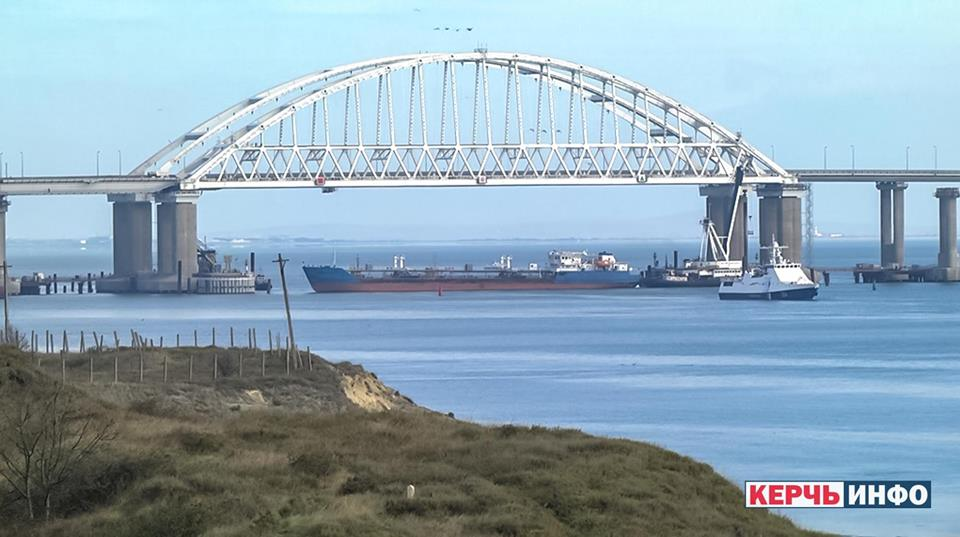 Біля Керчинської протоки напружено: українські катери готові до висадки російського десанту