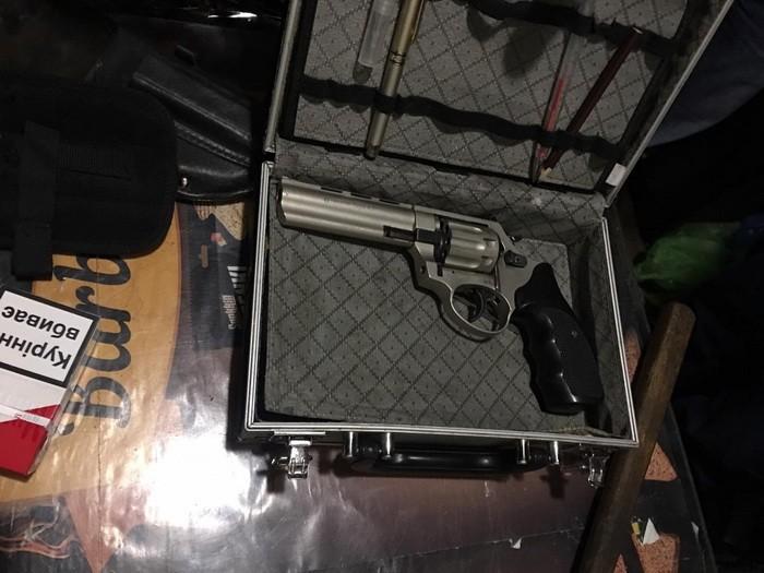 СБУ на Запоріжжі затримала чоловіка, який продавав зброю особам з кримінального світу