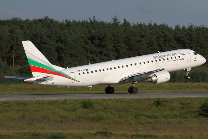 Одна з авіакомпаній скасувала рейси в Україну через воєнний стан
