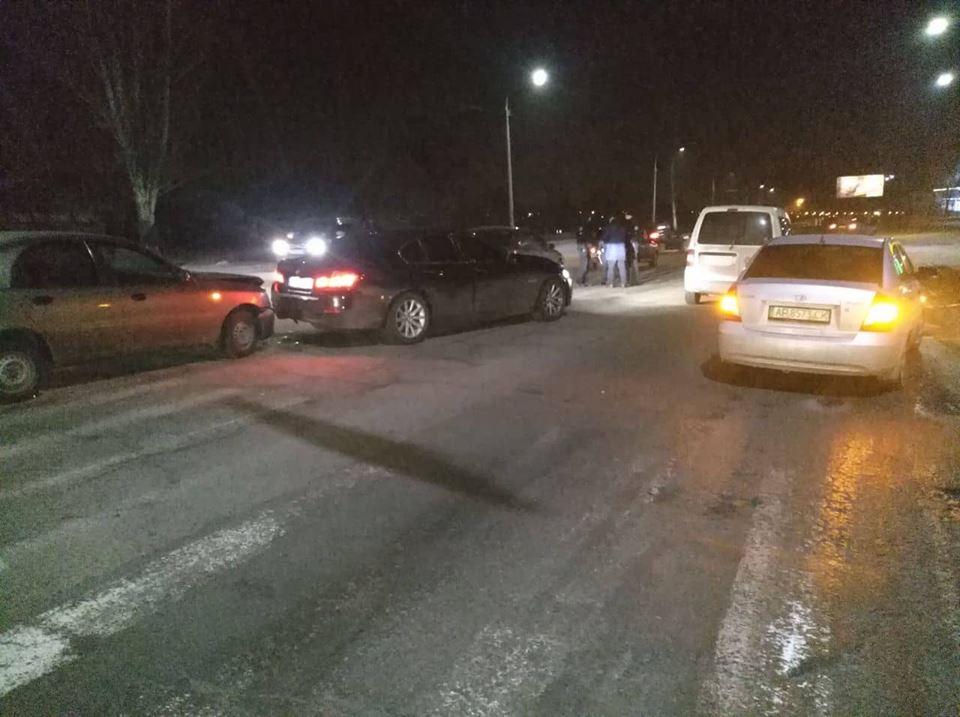 У центральній частині Запоріжжя зіткнулися одразу шість автомобілів