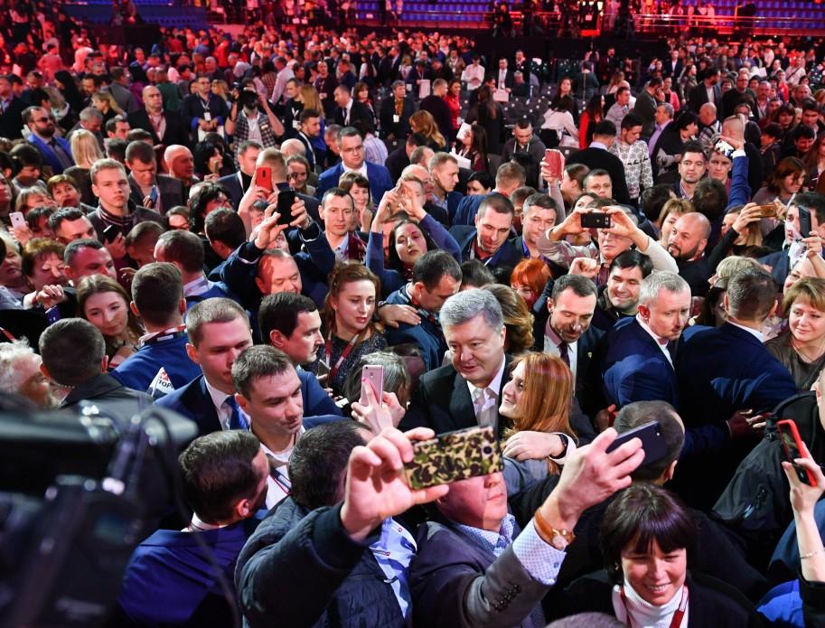 На відкритий діалог до Президента прийшли відомі українці та людина-історія