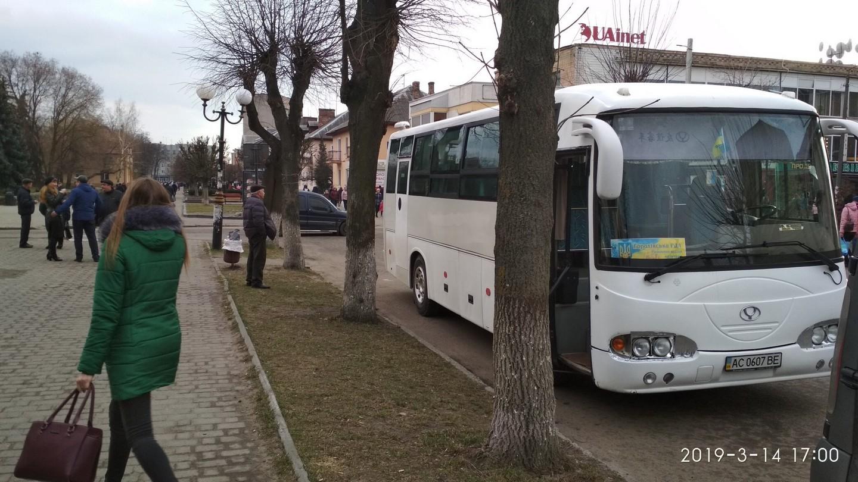 У Запоріжжі зафіксували підвіз виборців до дільниць