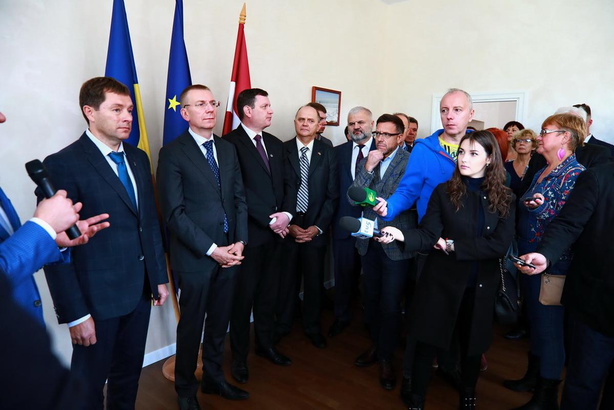 Під час відкриття консульства Латвії озвучили плани стосовно запуску прямого авіарейсу