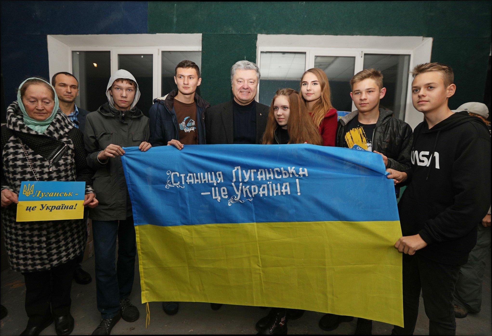 П'ятий президент України побував у місцях розведення військ, відступає лише наша армія