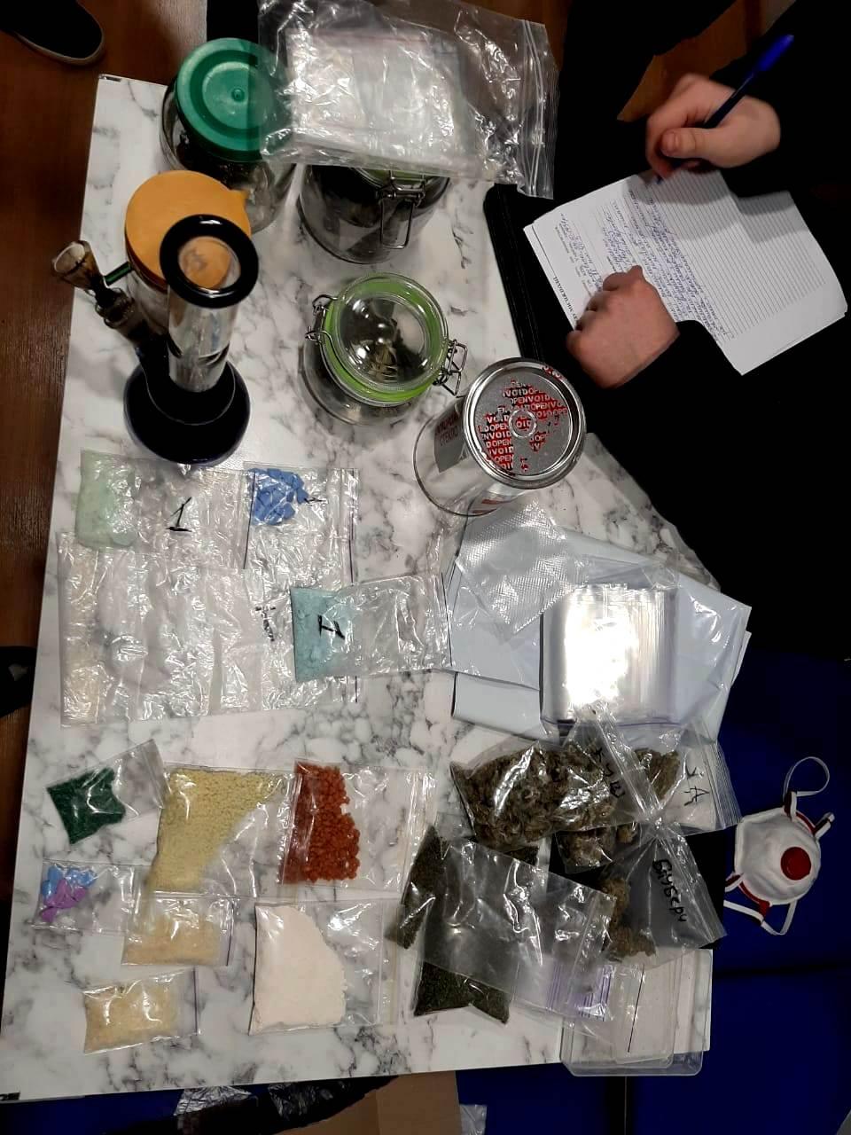 Мешканець Запоріжжя пробував відправити небезпечні наркотики Новою поштою