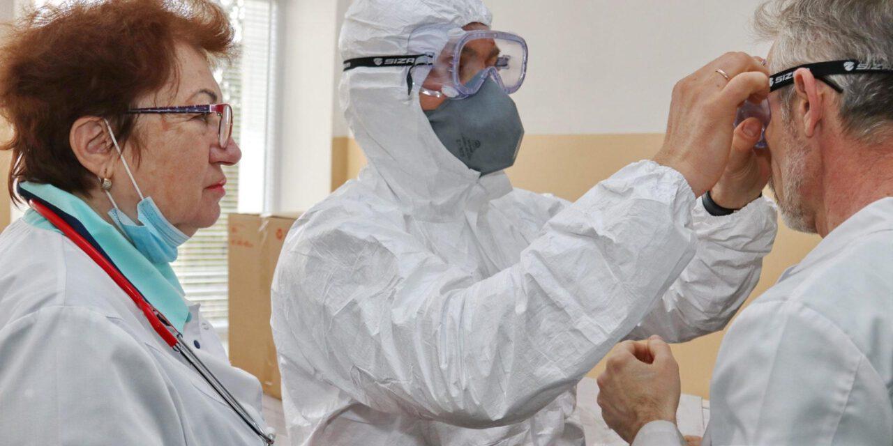 Бердянські медики отримали захисні костюми та інші спецзасоби закуплені нардепом округу