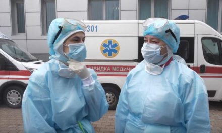 Інфекційна лікарня в Запоріжжі не має костюмів для захисту медиків, купують активісти