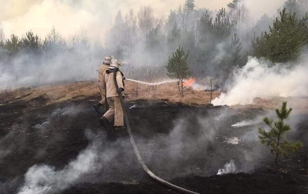 У Чорнобильській зоні дощить, це допомогло рятувальникам, але боротьба триває