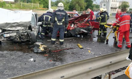 У Запоріжжі трапилася ДТП, автомобілі перетворилися на груди металу