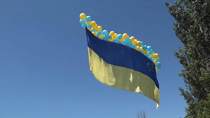 Над Донецьком замайорів український прапор – відео