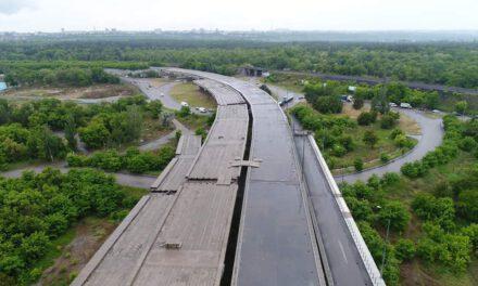 Запоріжцям показали як просуваються роботи по будівництву мостів