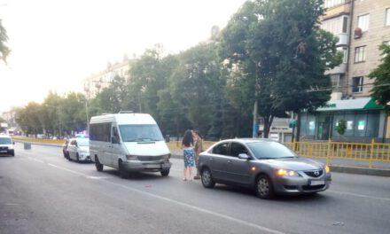 Аварія у центрі Запоріжжя, постраждали пасажири маршрутки