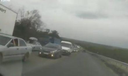Поблизу Запоріжжя транспортний колапс паралізував рух – відео