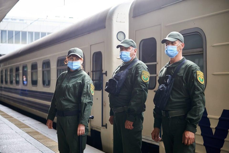 В Укразалізниці назвали номери поїздів, які буде супроводжувати охорона