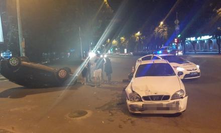 На центральному проспекті Заопріжжя перевернувся автомобіль