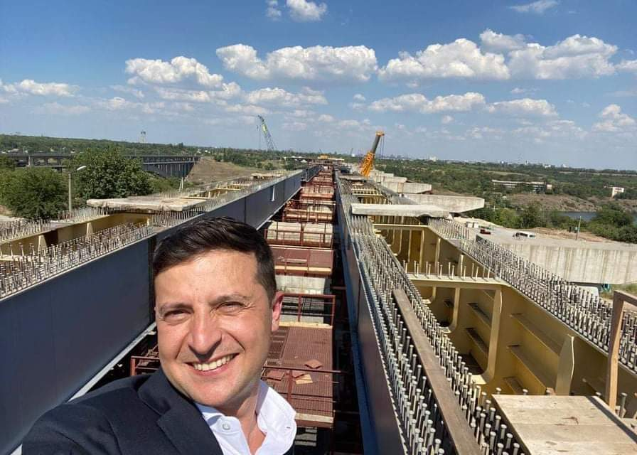 Президенту пообіцяли, що міст через Дніпро в Запоріжжі таки добудують за два роки – фото