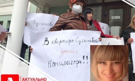 Запоріжці прийшли з плакатами до суду над нянею, яка придушила дитину
