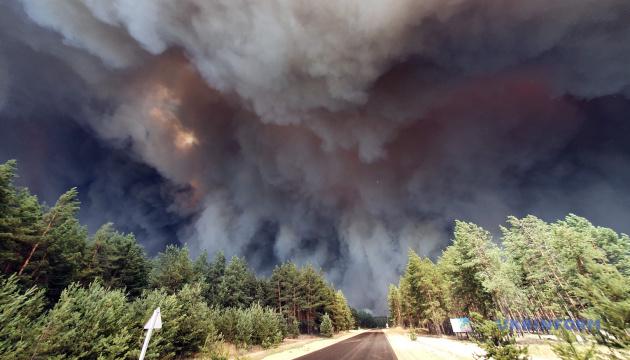 До порятунку палаючих сіл на Луганщині залучили запорізьких пожежників