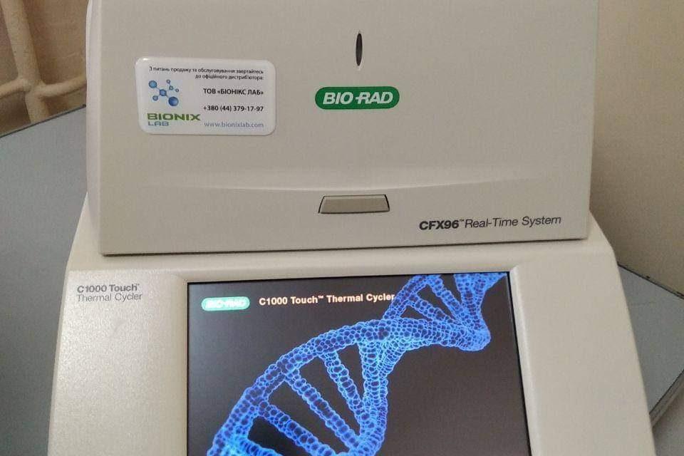 Близько 100 досліджень за дві години: до Запоріжжя привезли нове обладнання для тестування COVID-19
