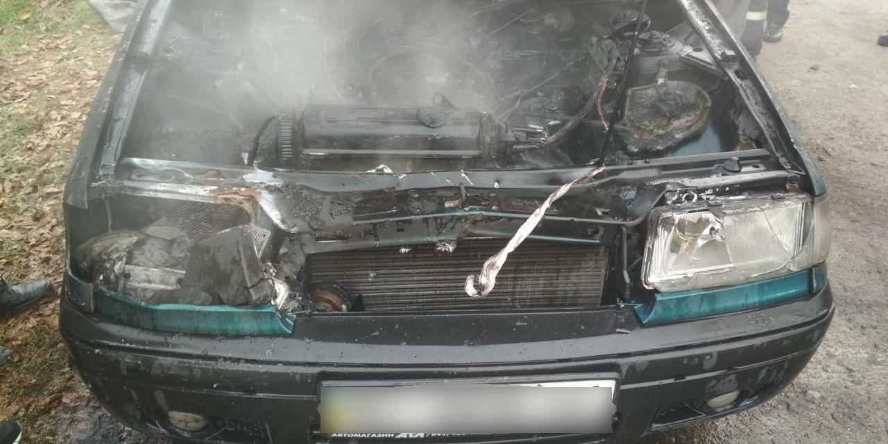 У Запоріжжі горів легковий автомобіль – фото