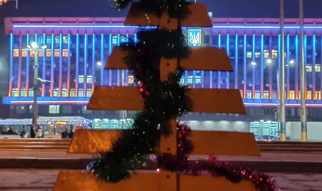 На місце повернули головну «ялинку» Запорізької області – фото