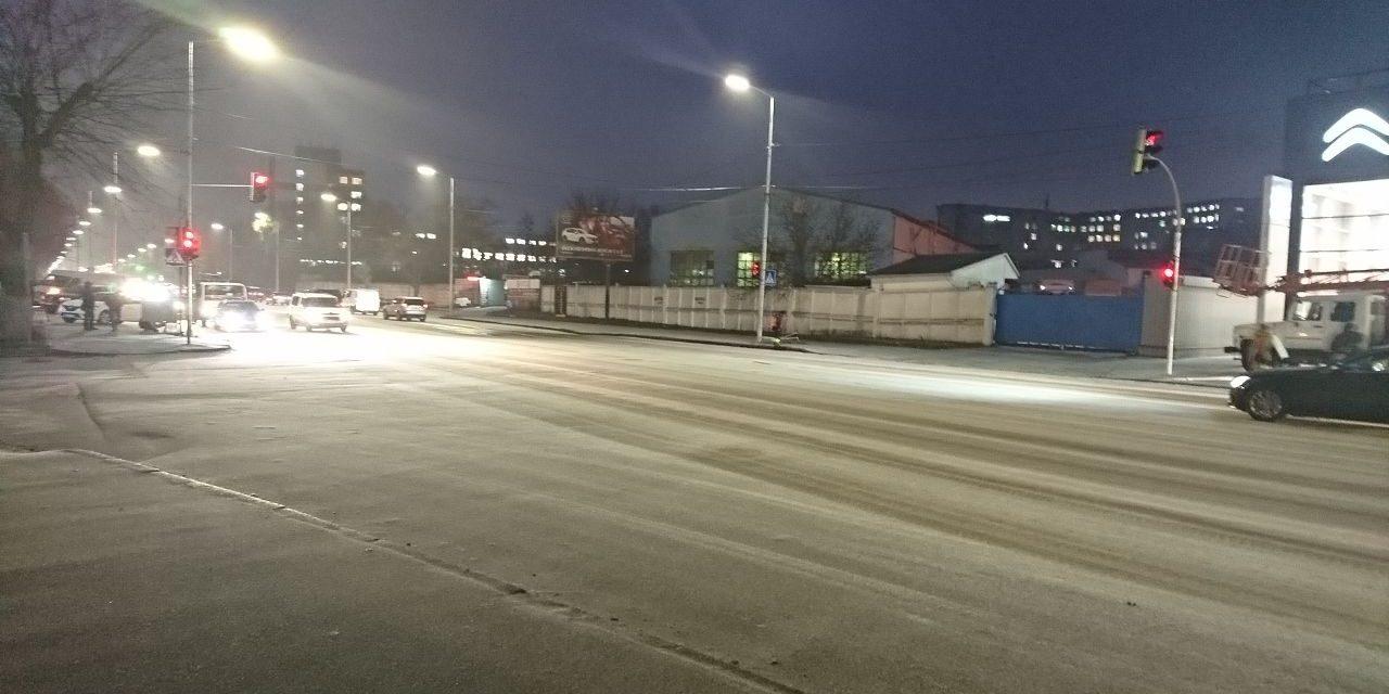 У Києві, на перехресті де протягом двох тижнів збили 3 людей, встановили світлофор