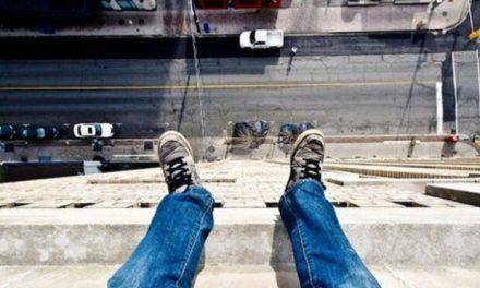 У Запоріжжі школяр вистрибнув з вікна і загинув через оцінки