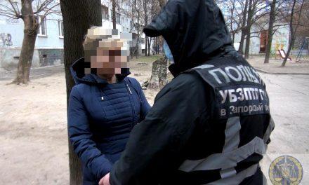 У Запоріжжі затримали жінку, яка віддала свого 12-річного сина для зайняття жебрацтвом – фото