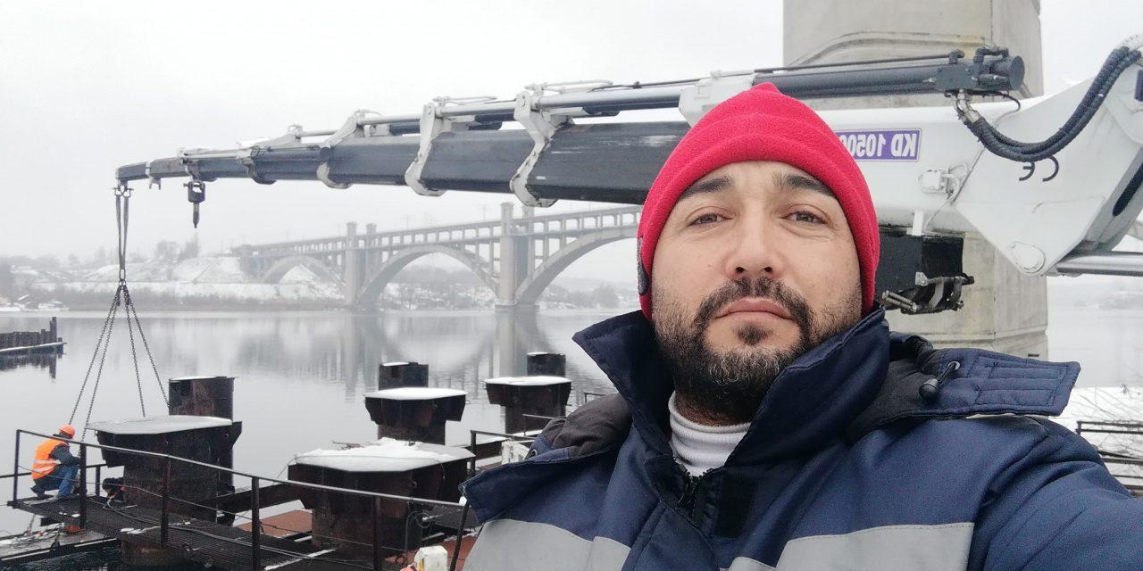 Турки діляться у мережах світлинами з будівельного майданчика запорізького мосту