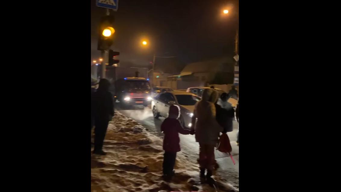 У Запоріжжі мітингувальники перекривали дорогу через відсутність електроенергії – відео