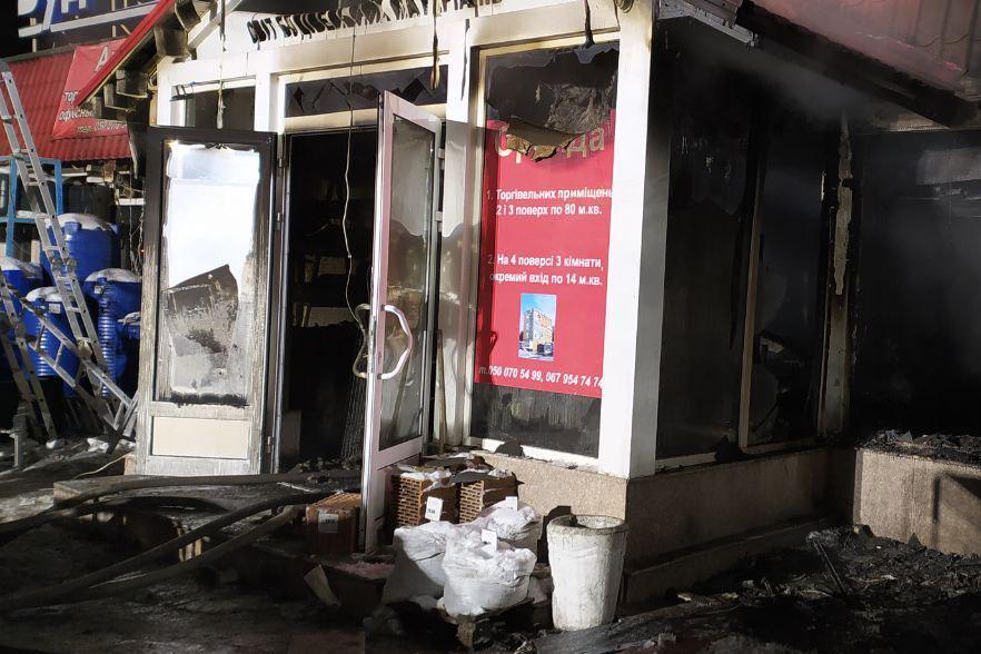 Вночі згорів магазин батька відомого Героя України із Запоріжжя – фото