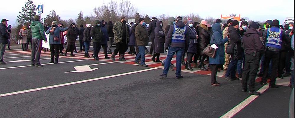 На мітинги проти будівництва Біляєвського каолінового кар'єра людей централізовано підвозили автобусами