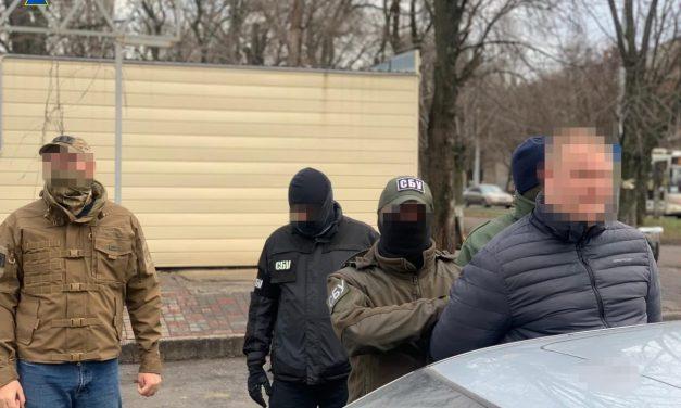 У Запоріжжі затримали слідчого на хабарі у розмірі 10 тис. доларів – фото