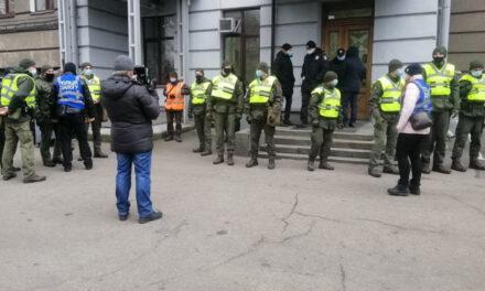 Недопуск журналістів до міської ради в Запоріжжі – це злочин і зловживання – експерт