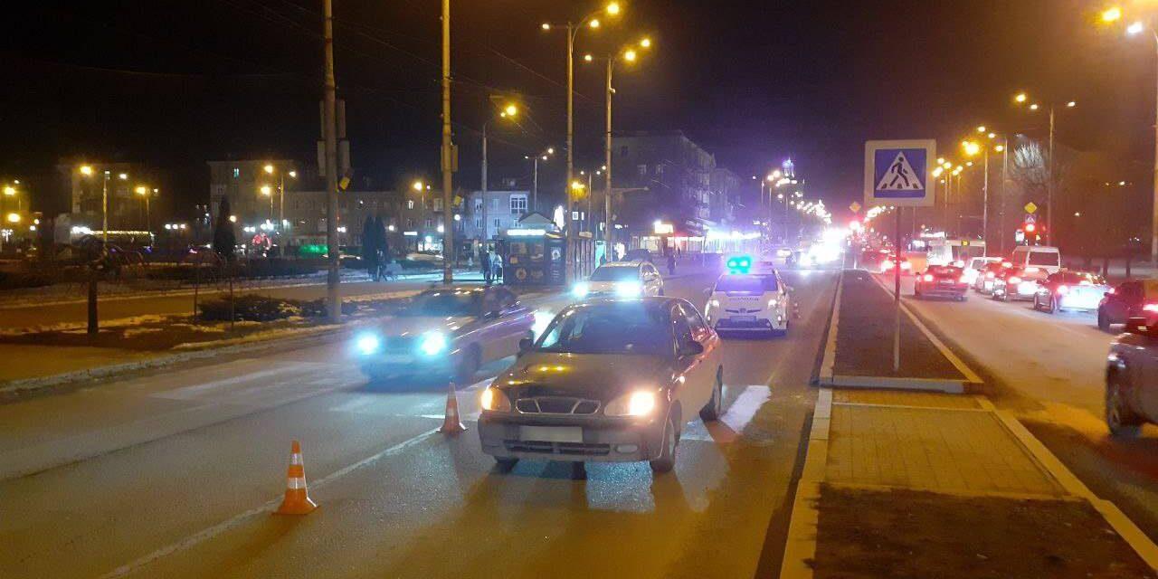 У Запоріжжі під колеса автівок потрапили троє пенсіонерів