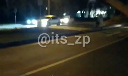 Зіткнення маршрутки з електричним стовпом у Запоріжжі, момент ДТП
