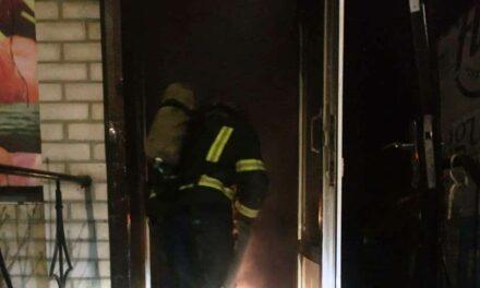 На Запоріжжі загорівся магазин – працювало 2 одиниці техніки (фото)